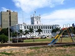 palácio e escorregador (Marcelo Nakashima) Tags: park parque slide palace viagem government paraguay palácio asunción geografia assunção paraguai governo escorregador