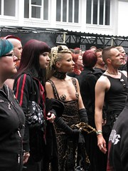 Wave-Gotik-Treffen @ Leipzig 31.05.09 (Cascotie) Tags: girls black sexy girl leather wave leipzig latex ragazza gotisch ragazze gotica wavegotiktreffen gotiche 310509 estravagante