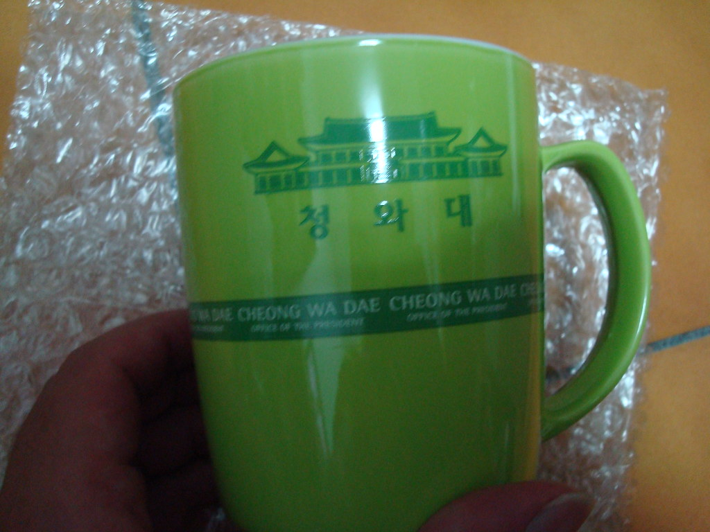 青瓦台送的馬克杯