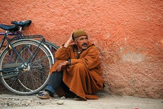 Street portraits in Marrakech (5ERG10) Tags: street portrait people orange brown dusty sergio bike bicycle wall portraits nikon candid wheels oldman morocco maroc handheld marocco marrakech marrakesh bycicle d300 nohdr nikkor18200 amiti 5erg10 sergioamiti