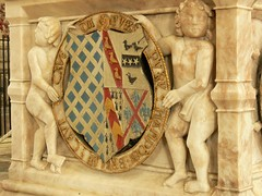 Elizabethan alabaster chest tomb with putti and roundel - Stanford-on-Avon