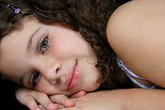 luz dos olhos... (Fabiana Velso) Tags: closeup ensaio close olhos criana menina rosto estdio sobrinha analuiza duetos fabianavelso