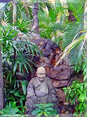 Thailand - The Grand Palace , Bangkok (Craig Grobler) Tags: thailand temple bangkok buddha buddhism grandpalace thai vendor templeoftheemeraldbuddha watpho recliningbuddha emeraldbuddha templeoftherecliningbuddha krungthep thegrandpalace bhikkhu suvarnabhumi krungthepmahanakorn ckc1ne phraborommaharatchawang craiggrobler kingdomofthailand ratchaanajakthai mahanakornkrungthep