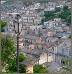 profumo di cioccolato (viman57 -) Tags: panorama view tetti case sicilia ragusa lampione modica homersiliad travelsofhomerodissey