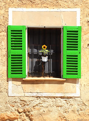 Sunflower Window (Juan Antonio Cap) Tags: verde green window arquitetura architecture canon ventana arquitectura fenster finestra sunflower architektur janela mallorca  fentre architettura girasol architectuur majorca arkitektur mimari okno vindu venster fnster illesbalears   ikkuna    pencere    biniali     arhitectur canoneos5dmarkii fereastr