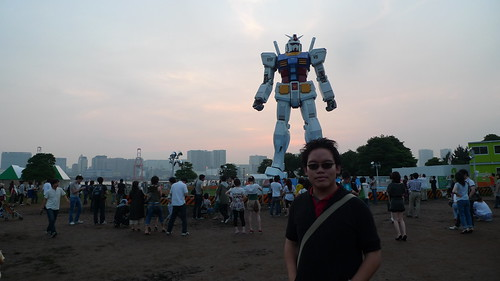 Me in front of the Gundam statue