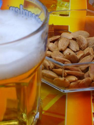 Cervecita y almendras
