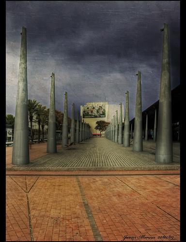 Paseo junto a los cines del Maremagnum