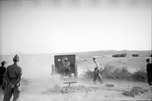 Artillería republicana dispara sobre Toledo en 1936. Fondo del Estudio Fotográfico Alfonso. Archivo General de la Administración. Ministerio de Cultura