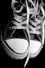 .shoes (bluemello) Tags: old b blackandwhite bw white black contrast digital photoshop canon rebel daylight shoes 300d dof alt iso400 w highcontrast dirty depthoffield used sw 18 schwarzweiss unscharf schuhe schnrsenkel chucks dirtyshoes chucktaylor highpass windowlight schrfentiefe kaputt shoelaces swsw tiefenschrfe fakechucks avaiblelight benutzt konrast hochpass lightroomshoes
