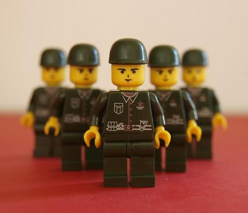 non lego soldier minifigs