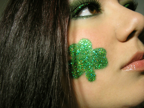St. Paddy's Day Smoky Green Eyeshadow - Shamrock Closeup