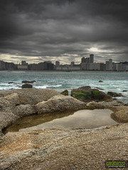ensenada del orzan (Garabanzo) Tags: ocean city sea sky clouds mar corua edificio ciudad playa olympus galicia cielo nubes ocano e510 orzan zd1442mm garabanzo