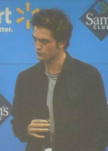 Robert Pattinson por liljhawkgirl.