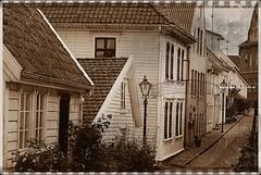 Casitas en Stavanger,Noruega (chasquito el roncoso) Tags: trip summer norway bn noruega vacaciones fotoantigua sincolor photographyrocks proudshopper verano2008 ancientphotography willyllusà casitasenstavanger