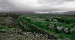 Pingvellir (.Cesar.) Tags: ca verde rio island iceland islandia nubes montañas cañon falla parquenacional pingvellir caon montaas