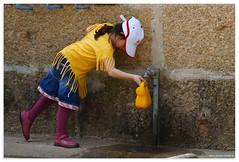 Play... (thebigTopHat) Tags: portugal del alba sony el niña refugio alpha 700 oporto orfanato a700 bigbeercan elvisdea thebigtophat