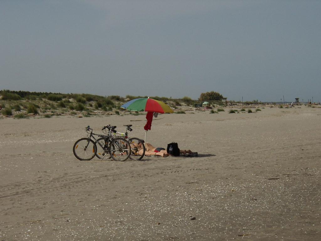Fabrizio Pivari: Gli ombrelloni del Delta