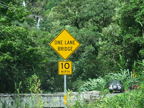 ROAD TO HANA 56 ONE-LANE BRIDGES