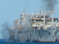 The sinking blow of USNS Vandenberg - L'explosion qui coule l'USNS Vandenberg (Cokebuster) Tags: 10 destruction explosion blow keywest wreck reef bateau sinking vandenberg immersion usns épave finalmoments artificialreef tagm récife usnsvandenberg undewaterexplosion explosionsousmarine océanisation