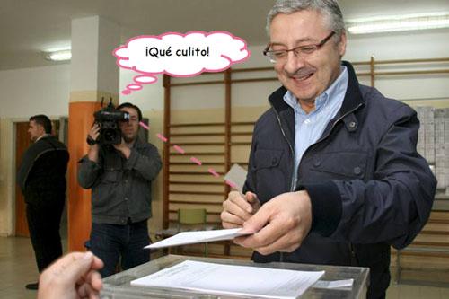 Fotografía de Pepe Blanco votando