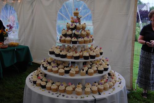 the wedding cupcakes!