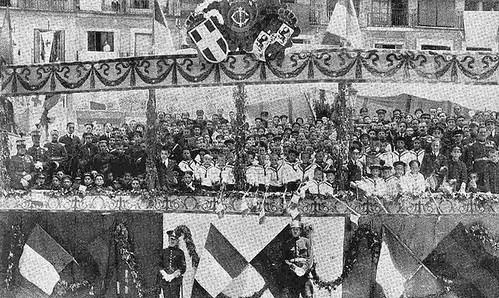 10 junio 1924. Visita de los Reyes de España e Italia a Toledo. Tribuna del colegio María Cristina. Foto Emiliano