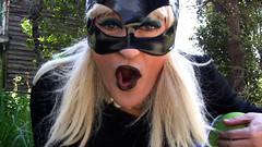 LA MUJER GATO RETURNS TO WICHITA (YOGURINHA BOROVA) Tags: sexy girl la video mujer tgirl gato transvestite latex blondie catwoman imagen travesti yogurinha borova yogurina