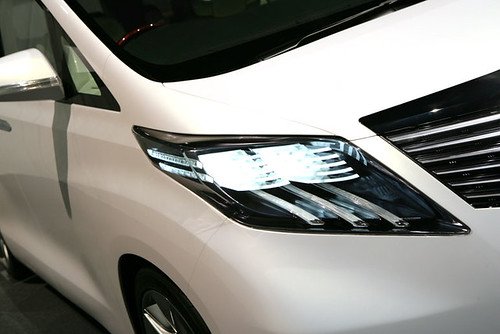 Totoya Alphard 2009 Headlamp