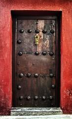 La puerta del corazn cerrado () Tags: door puerta closed crdoba portada cerrada