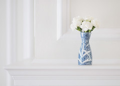 Flowers for Kate... (Shana Rae {Florabella Collection}) Tags: flowers blue white beautiful japanese fireplace little kate picture naturallight frame vase simple moulding minimalist feelbetter mantel nikond300