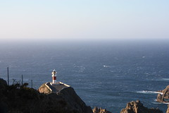 Cabo do mundo (ipodvp) Tags: ocean sea sky grass rock azul faro mar cabo air wave bleu galicia cielo ceo aire roca ola oceano atlantico guia hierba cedeira azurro llighthouse ortegal