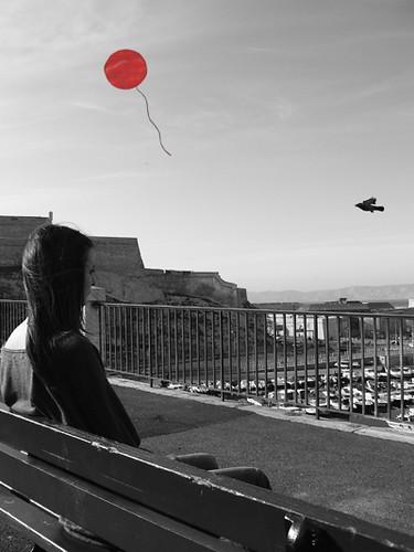 Pigeon et ballon rouge,