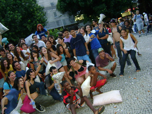 Alguns participantes da Pillow Fight RJ 2009