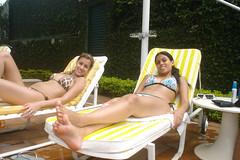 Summer Time (KMDLH) Tags: girls summer sun pool beautiful smile swimmingpool bikini abril2009