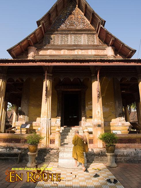 Wat Si Saket climbing monk