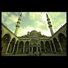 Beyond the Faith (m@tr) Tags: turkey trkiye sigma istanbul turquia estambul yenicamii mezquitanueva yenimosque canoneos400ddigital mtr sigma1020mmexdc rtempaa beyondthefaith marcovianna yenicamiiistanbul