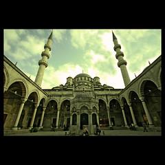 Beyond the Faith (m@tr) Tags: turkey trkiye sigma istanbul turquia estambul yenicamii mezquitanueva yenimosque canoneos400ddigital mtr sigma1020mmexdc rtempaa beyondthefaith marcovianna yenicamiiistanbul