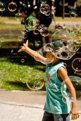 Bubbles (Lyna Oikawa) Tags: kid play bubble praa criana par campos belm batista bolhas