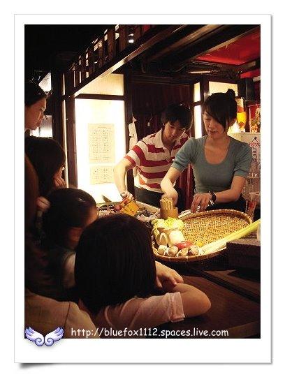 090508太鼓判行動關東煮06_攤位前圍滿點餐的客人