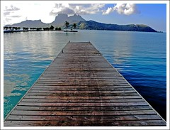 in the pier of Bora Bora Airport (Z Eduardo...) Tags: blue water island pier aeroport borabora frenchpolynesia leewardislands mywinners abigfave aplusphoto platinumheartaward attol bestcapturesaoi