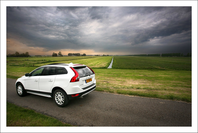 sky cloud white holland car clouds canon volvo country thenetherlands wolken 5d thunderstorm mei suv 2009 thunder weiland amstel mpv boerderij wolk crossover platteland vergezicht dreigend nesaandeamstel deamstel xc60 volvoxc60 dreigendelucht shootit struijlaart mei2009