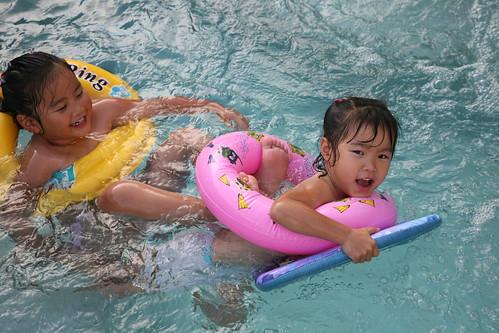 funny pool feet 2
