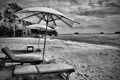 Another B&W Beach (Oswald A) Tags: bigmomma youvsthebest thechallengefactory thepinnaclehof