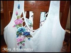 Camiseta bordada  mo e vazada (Mira artesanatos) Tags: artes artesanatos croche miangas lantejoulas pedrarias camisetabordada bordadosfeitomo