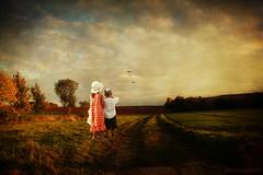 [フリー画像] 人物, 子供, 人と風景, 後ろ姿, カップル・恋人・夫婦, 201008090700