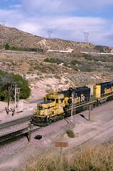 ATSF 5120 west overtakes SP 7109 west at Cajon Summit (Always Santa Fe) Tags: california santafe atsf sd402cajonsummit