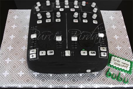 DJ Mixer Cake Y