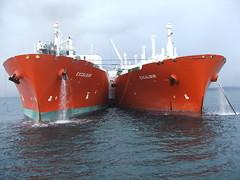 2007_0122hogmanyandtanker0041 (Kellydrever1) Tags: sea water orkney ship lpg scapaflow shiptoship
