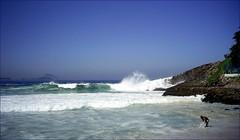 (Marcia Rosa ()) Tags: blue sea sky white praia beach riodejaneiro mar unesco worldheritage espuma froth patrimôniomundial rio20
